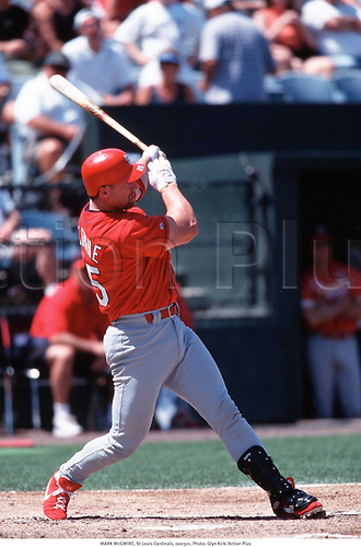 MARK McGUIRE, St Louis Cardinals, 000321. Photo: Glyn Kirk/Action Plus...baseball.2000