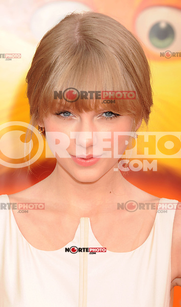 LOS ANGELES, CA - FEBRUARY 19: Taylor Swift arrives at the 'Dr. Suess' The Lorax' Los Angeles premiere at Universal Studios Hollywood on February 19, 2012 in Universal City, California.