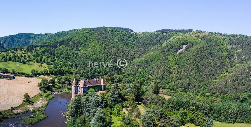 France, Haute-Loire (43), Lavoûte-sur-Loire, château de Lavoûte-Polignac donnant sur une boucle de la Loire (vue aérienne)