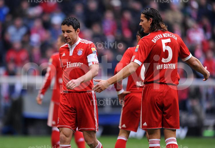 Fussball 1. Bundesliga :  Saison   2009/2010   12. Spieltag  07.11.2009 FC Bayern Muenchen - Schalke 04 Mark van Bommel , Daniel van Buyten (v. li., FCB)