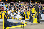 Solna 2015-07-12 Fotboll Allsvenskan AIK - GIF Sundsvall :  <br /> AIK:s Kenny Pavey jublar med AIK:s supportrar efter matchen mellan AIK och GIF Sundsvall <br /> (Foto: Kenta J&ouml;nsson) Nyckelord:  AIK Gnaget Friends Arena Allsvenskan GIF Sundsvall Giffarna jubel gl&auml;dje lycka glad happy supporter fans publik supporters