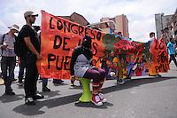 MEDELLÍN –COLOMBIA, 01-04-2013. Un grupo de estudiantes marchan durante la conmemoración del Día Internacional del Trabajo en las calles de la ciudad de Medellín./ A group of students march and performnce during  International Work Day commemoration at Medellin streets.  Photo:  VizzorImage /Luis Ríos/Str