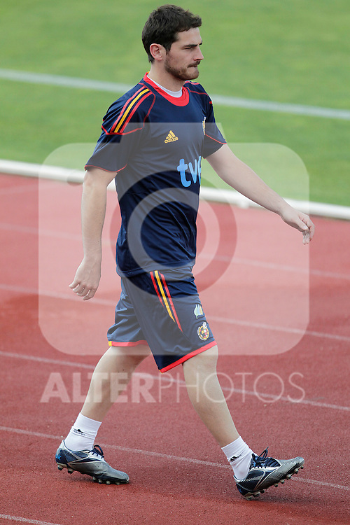 MADRID (24/05/09).- The Spanish Soccer national team has officially begun their hunt for the championship, arriving in the Madrid municipality of Las Rozas to begin preparing for South Africa World Cup.  Iker Casillas...PHOTO: Cesar Cebolla / ALFAQUI