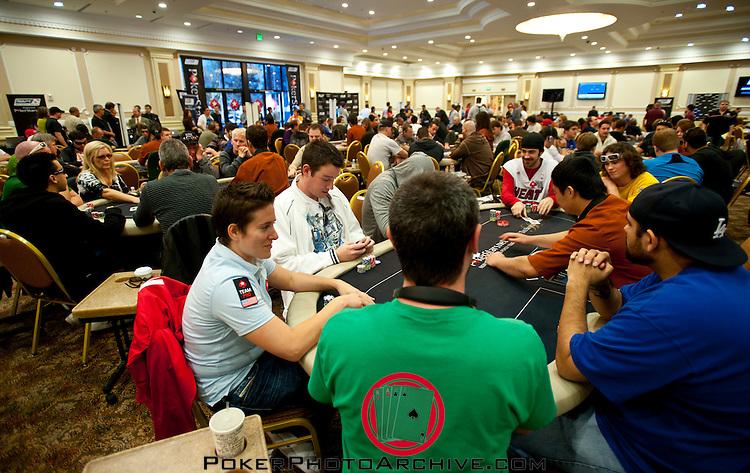 Pokerstars Team Pros Vanessa Selbst and Jason Mercier at the same table.