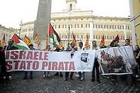 """Roma, 23 ttobre 2012.Piazza Montecitorio.Manifestazione in solidarietà all'equipaggio della nave """"Estelle"""" diretta a Gaza con aiuti umanitari e bloccata dal governo israeliano che ha arrestato e espulso i pacifisti a bordo"""
