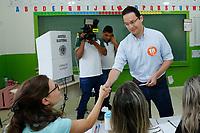 FOZ DO IGUAÇU, PR, 02.04.2017 – ELEIÇÃO – FOZ DO IGUAÇU –  O candidato a prefeito de Foz do Iguaçu (PR), Phelipe Mansur (REDE), durante a votação no colégio Frederico Engel no bairro Jardim Copacabana na manhã deste domingo (02). (Foto: Paulo Lisboa/Brazil Photo Press)