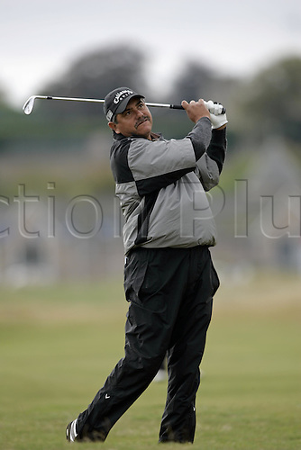 30 September 2005: Argentine golfer Eduardo Romero (ARG) looks into the distance after playing from rough on the 2nd on the Old Course on the second day of the Dunhill Links Championship at St Andrews, Scotland. Photo: Glyn Kirk/Actionplus....050930 man men golf