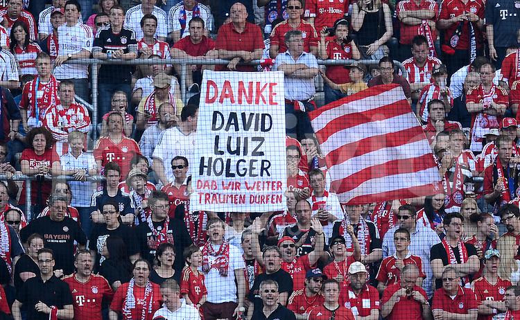 FUSSBALL   1. BUNDESLIGA  SAISON 2011/2012   33. Spieltag FC Bayern Muenchen - VfB Stuttgart       28.04.2012 FC Bayern Muenchen Fankurve mit einem Plakat, DANKE David Alaba, Luiz Gustavo, Holger Badstuber (FC Bayern Muenchen)  Spieler sind gesperrt