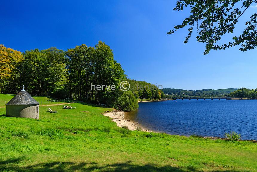 France, Haute-Vienne (87), le lac de Vassivière, Beaumont-du-Lac, Île de Vassivière et coin de détente // France, Creuse, Vassiviere lake, Beaumont du Lac, Vassiviere island, place to relax