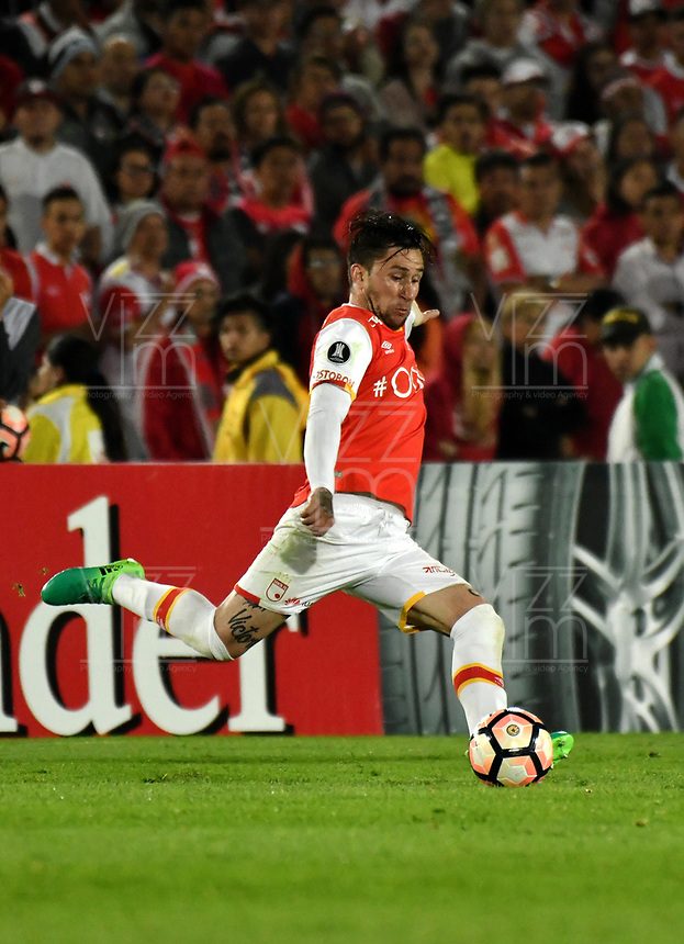 BOGOTA - COLOMBIA – 19 – 04 - 2017: Jonathan Gomez, jugador del Independiente Santa Fe, en acción durante partido entre Independiente Santa Fe de Colombia y Santos de Brasil, de la fase de grupos, grupo 2, fecha 3 por la Copa Conmebol Libertadores Bridgestone 2017, en el estadio Nemesio Camacho El Campin, de la ciudad de Bogota. / Jonathan Gomez, player of Independiente Santa Fe in action during a match between Independiente Santa Fe of Colombia and Santos of Brasil, of the group stage, group 2 of the date 3, for the Conmebol Copa Libertadores Bridgestone 2017 at the Nemesio Camacho El Campin in Bogota city. VizzorImage / Luis Ramirez / Staff.