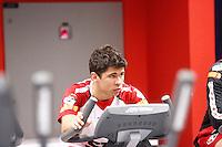 COTIA, SP, 24 DE JUNHO DE 2013. TREINO SPFC. O jogador Oswaldo durante treino no Centro de Treinamento do SPFC em Cotia. O time voltou aos treinos nesta segunda feira. FOTO ADRIANA SPACA/BRAZIL PHOTO PRESS