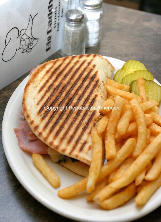 WOODBURY CT. 21  March 2008-032108SV04--Ham and Cheese Panini at Big Daddy's in Woodbury.<br /> Steven Valenti Republican-American