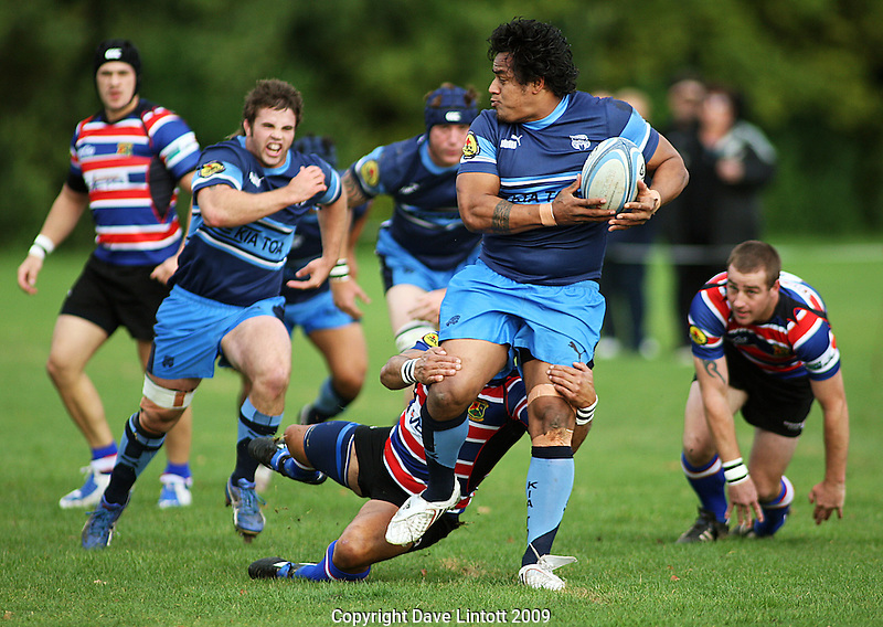 Kia Toa winger Stanley Fa'aoso looks for support. Manawatu Club Rugby- Kia Toa v Feilding Old Boys-Oroua at Bill Brown Park, Palmerston North. Saturday 16 May 2009. Photo: Dave Lintott/lintottphoto.co.nz