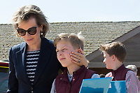 Le roi Philippe de Belgique, la reine Mathilde de Belgique, leurs enfants ; la Princesse Elisabeth, le Prince Gabriel, le Prince Emmanuel et la Princesse El&eacute;onore assistent &agrave; une d&eacute;monstration des services de sauvetage sur la plage de Middelkerke. <br /> La princesse Elisabeth a elle-m&ecirc;me particip&eacute; &agrave; la r&eacute;animation.<br /> Belgique, Middelkerke, 1er juillet 2017.<br /> King Philippe of Belgium, Queen Mathilde of Belgium and their children, Crown Princess Elisabeth, Prince Emmanuel, Prince Gabriel, and Princess Eleonore of Belgium pictured during a rescue exercice, part of a visit of Belgian royal couple at the Belgian coast, in Westende, Middelkerke.<br />  Belgium, Westende, Middelkerke, 01 July 2017.<br /> Pic :  Queen Mathilde of Belgium, Prince Emmanuel of Belgium, Prince Gabriel of Belgium