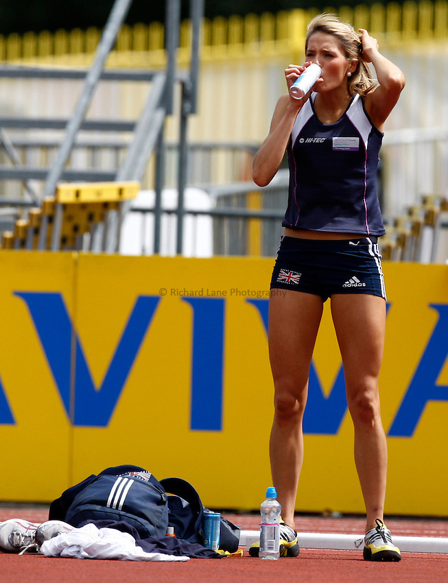 Photo: Richard Lane/Richard Lane Photography..Aviva World Trials & UK Championships athletics. 12/07/2009. Jayne Nisbet drinks Red Bull during the women's high jump.