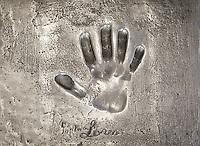 France, Provence-Alpes-Côte d'Azur, Cannes: Sophia Loren's handprint in front of festival hall Palais des Festivals et des Congrès | Frankreich, Provence-Alpes-Côte d'Azur, Cannes: Handabruck von Sophia Loren vor dem Festspielhaus Palais des Festivals et des Congrès