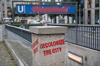 """Unbekannte haben in der Nacht zum 17. Juli 2020 einige Strassenschilder der Mohrenstrasse im Berliner Bezirk Mitte mit Schildern """"Anton-W.-Amo-Strasse"""" ueberklebt und den Schriftzug """"Mohrenstrasse"""" des U-Bahnhof Mohrenstrasse und weitere Strassenschilder mit Farbe uebersprueht (im Bild). Zudem wurde der Schriftzug """"Decolonize the city"""" gesprueht.<br /> 17.7.2020, Berlin<br /> Copyright: Christian-Ditsch.de<br /> NUR FUER REDAKTIONELLE ZWECKE! Werbung nur auf Anfrage beim Fotografen. [Inhaltsveraendernde Manipulation des Fotos nur nach ausdruecklicher Genehmigung des Fotografen. Vereinbarungen ueber Abtretung von Persoenlichkeitsrechten/Model Release der abgebildeten Person/Personen liegen nicht vor. NO MODEL RELEASE! Don't publish without copyright Christian-Ditsch.de, Veroeffentlichung nur mit Fotografennennung, sowie gegen Honorar, MwSt. und Beleg. Konto: I N G - D i B a, IBAN DE58500105175400192269, BIC INGDDEFFXXX, Kontakt: post@christian-ditsch.de<br /> Bei der Bearbeitung der Dateiinformationen darf die Urheberkennzeichnung in den EXIF- und  IPTC-Daten nicht entfernt werden, diese sind in digitalen Medien nach §95c UrhG rechtlich geschuetzt. Der Urhebervermerk wird gemaess §13 UrhG verlangt.]"""