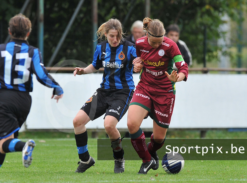 Club Brugge Dames - Dames Zulte Waregem : Stefanie Ninclaus en Eva Van Daele  (rechts).foto DAVID CATRY / Vrouwenteam.be