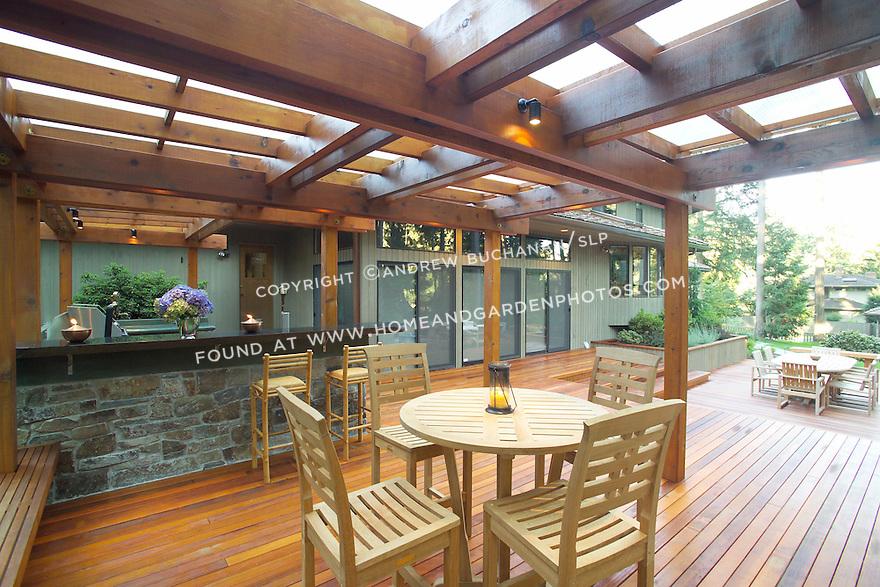 A Deck Made For Outdoor Entertaining Homeandgardenphotos Com
