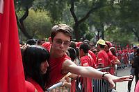 SÃO PAULO, SP, 01 DE MAIO DE 2013 - COMEMORAÇÕES DIA DO TRABALHADOR - CUT - A Central Única dos Trabalhadores - CUT, reuniu uma grande multidão de pessoas no Vale do Anahngabaú, zona central da cidade, nesta quarta-feira (1), para as comemorações do Dia do Trabalhador. O evento contou com shows de cantores da MPB e políticos ligado ao PT.  (FOTO RICARDO LOU/BRAZIL PHOTO PRESS)