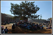 Families sit and wait in the hospital grounds ... First Minister Jack McConnell visit to Malawi - Bottom Maternity Hospital, Lilongwe -  .... Pic Donald MacLeod 24.05.05