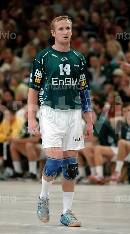 Handball Herren, Vorbereitung 1.Bundesliga 2004/2005, Goeppingen (Germany), FrischAuf! Goeppingen - spanischen Erstligisten BM Altea (26:23) Andrius Stemokas (FAG) erschoepft