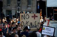 BARCELONA, ESPANHA, 29 DE MARCO DE 2012 - GREVE GERAL NA ESPANHA - Milhares de pessoas tomam a Praca de Catalunha na regiao central de Barcelona, onde diversos sindicatos e organizacoes nao governamentais protestam contra a crise europeia, e os cortes de emprego, nesta quinta-feira, 29. (FOTO: WILLIAM VOLCOV / BRAZIL PHOTO PRESS).