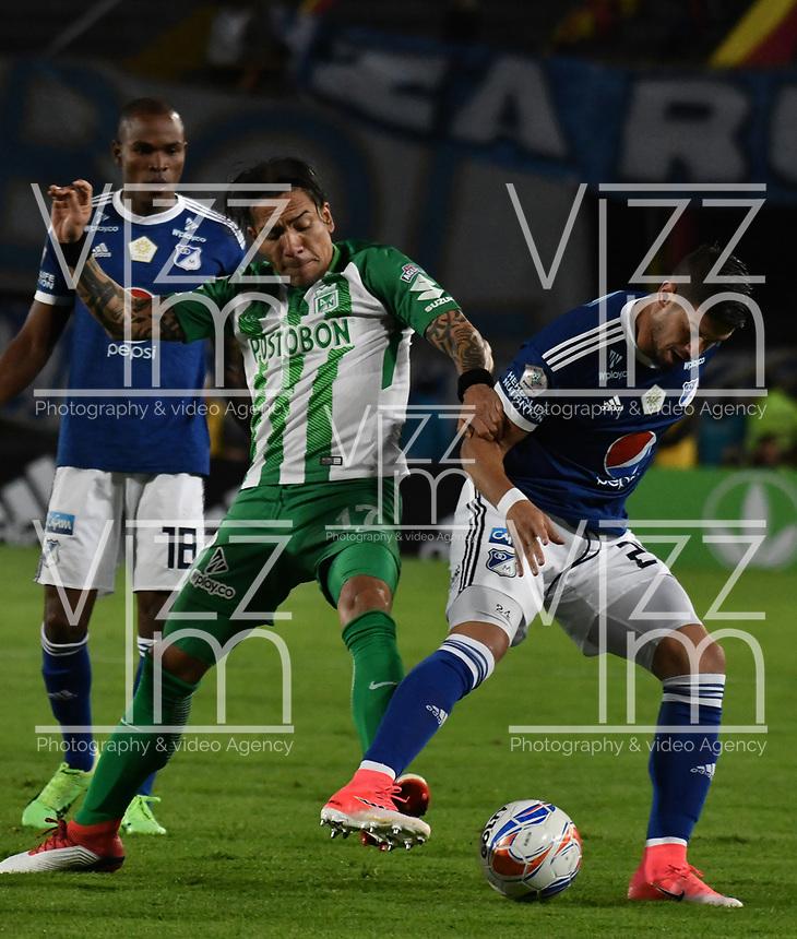BOGOTA - COLOMBIA - 18 – 02 - 2018: Matias de los Santos (Der.) jugador de Millonarios disputa el balón Dayro Moreno (Izq.) jugador de Atletico Nacional, durante partido de la fecha 4 entre Millonarios y por la Liga Aguila I 2018, jugado en el estadio Nemesio Camacho El Campin de la ciudad de Bogota. / Matias de los Santos (R) player of Millonarios vies for the ball with Dayro Moreno (L) player of Atletico Nacional, during a match of the 4th date between Millonarios and Atletico Nacional, for the Liga Aguila I 2018 played at the Nemesio Camacho El Campin Stadium in Bogota city, Photo: VizzorImage / Luis Ramirez / Staff.