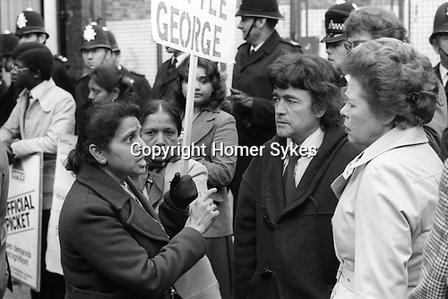 Grunwick Strike North London UK. Mrs Jayaben Desai leader of the south Asian women strikers in discussion with two Labour MP's Ron Thomas and Jo Richardson. 1977