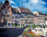 Switzerland, Canton Schaffhausen, Stein am Rhein: old town with historical buildings at Townhall Square | Schweiz, Kanton Schaffhausen, Stein am Rhein: Altstadt mit Rathausplatz