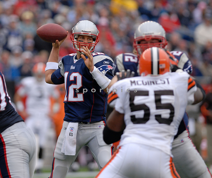 TOM BRADY, of the New England Patriots in action during the Patriots game against the Cleveland Browns on October 7, 2007 in Foxboro, Massachusetts...PATRIOTS WIN 34-17..SportPics