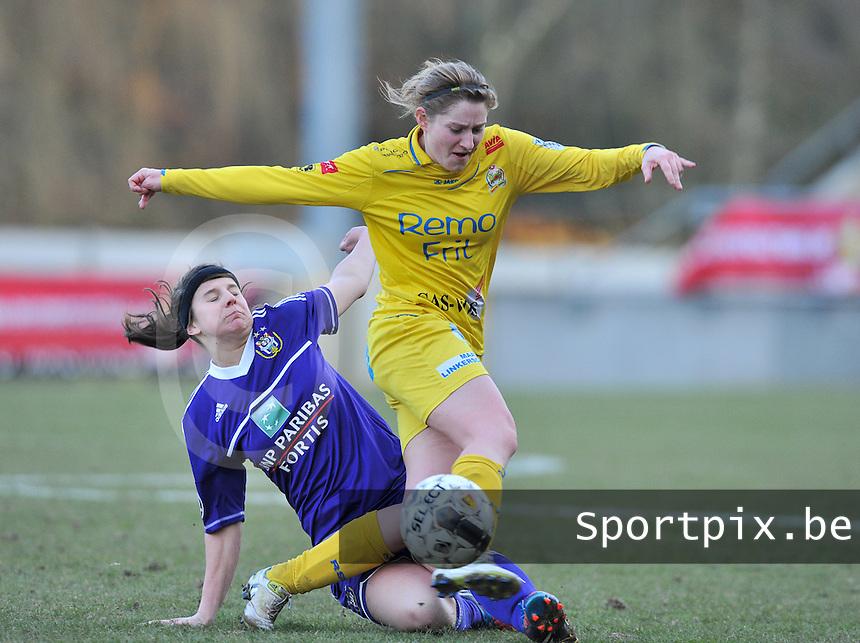 Waasland Beveren Sinaai Girls - RSC Anderlecht : Lien Thoen in duel met  Laura De Neve (l).foto DAVID CATRY / Nikonpro.be