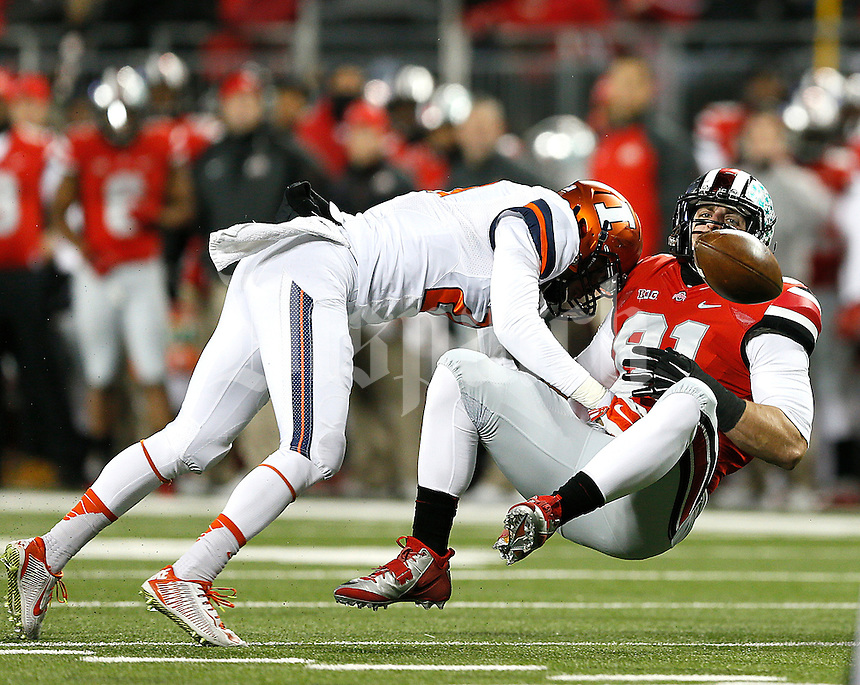 Ohio State Buckeyes tight end Nick Vannett (81) loses the ball after the hit by Illinois Fighting Illini defensive back Zane Petty (21) at Ohio Stadium on November 1, 2014. (Chris Russell/Dispatch Photo)