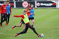 Noel Knothe (Eintracht Frankfurt) gegen Slobodan Medojevic (Eintracht Frankfurt) - 14.11.2017: Eintracht Frankfurt Training, Commerzbank Arena