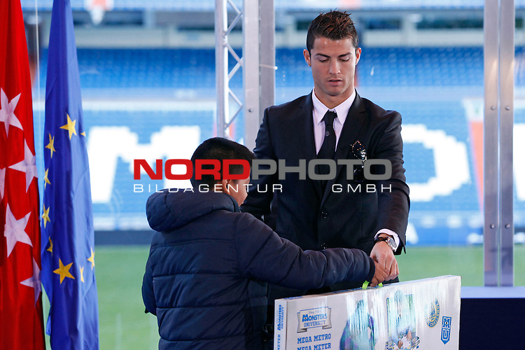Real Madrid¬¥s Cristiano Ronaldo attends the presentation of No kids without a present on Christmas campaign at Bernabeu stadium in Madrid, Spain. December 16, 2013. Foto © nph / Victor Blanco)