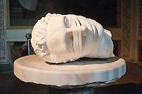 Rome - 2013 - Testa bendata di Igor Mitoraj - basilica di Santa Maria degli Angeli