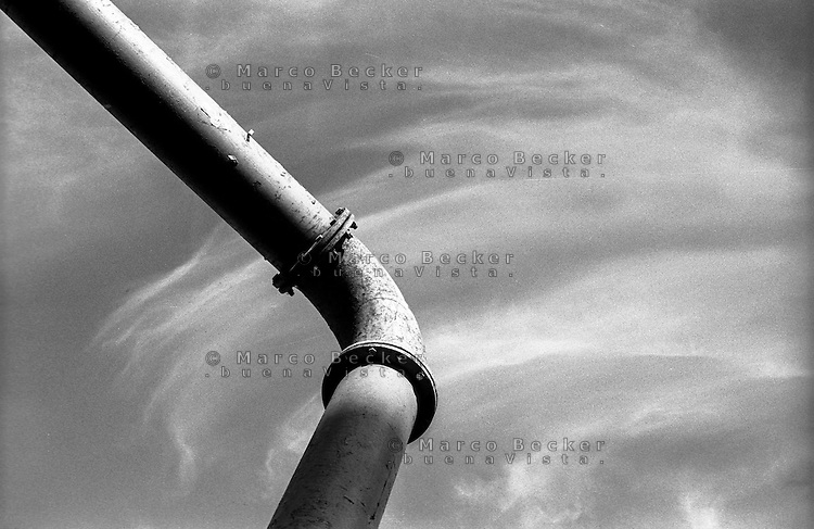 Berlino, centro città. Conduttura dell'acquedotto --- Berlin, downtown. Pipe for water main