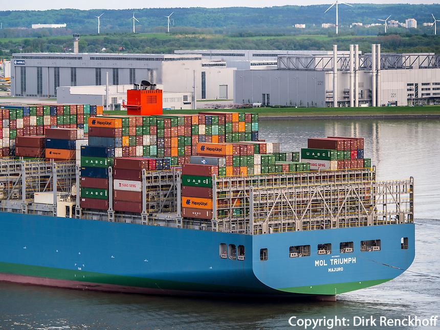 Containerschiff MOL Triumph Blick auf die Elbe und Airbus-Werke vom Restaurant Hauser S&uuml;llberg, S&uuml;llbergsterrasse 12, Hamburg-Blankenese, Deutschland, Europa<br /> Container ship MOL Triumph, river Elbe and Airbus-Plant, view from Restaurant Hauser S&uuml;llberg, S&uuml;llbergsterrasse 12, Hamburg-Blankenese, Germany, Europe