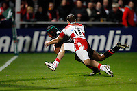 Photo: Richard Lane/Richard Lane Photography. Gloucester Rugby v Stade Toulouse. Heineken Cup. 20/01/2012. Thierry Dusautoir of Toulouse dives in for a try.