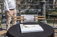 Pressekonferenz am Donnerstag den 23. August 2018 u.a. mit Lothar de Maiziere, letzter DDR- Ministerpraesident, Sabine Bergmann-Pohl, Praesidentin der letzten Volkskammer der DDR, Guenter Nooke, ehemaliger DDR-Buergerrechtler und Wolfgang Thierse ehemaliger Bundestagspraesident zum geplanten Freiheits- und Einheitsdenkmal, welches nach Willen der Initiatoren vor dem wiedererrichteten Berliner Stadtschloss gebaut werden soll.<br /> Im Bild: Ein Model der sog. Einheits-Wippe.<br /> 23.8.2018, Berlin<br /> Copyright: Christian-Ditsch.de<br /> [Inhaltsveraendernde Manipulation des Fotos nur nach ausdruecklicher Genehmigung des Fotografen. Vereinbarungen ueber Abtretung von Persoenlichkeitsrechten/Model Release der abgebildeten Person/Personen liegen nicht vor. NO MODEL RELEASE! Nur fuer Redaktionelle Zwecke. Don't publish without copyright Christian-Ditsch.de, Veroeffentlichung nur mit Fotografennennung, sowie gegen Honorar, MwSt. und Beleg. Konto: I N G - D i B a, IBAN DE58500105175400192269, BIC INGDDEFFXXX, Kontakt: post@christian-ditsch.de<br /> Bei der Bearbeitung der Dateiinformationen darf die Urheberkennzeichnung in den EXIF- und  IPTC-Daten nicht entfernt werden, diese sind in digitalen Medien nach &sect;95c UrhG rechtlich geschuetzt. Der Urhebervermerk wird gemaess &sect;13 UrhG verlangt.]
