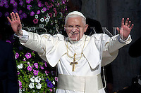 Pope Benedict XVI greets the faithful during a ceremony in front of the Our Lady of Loreto's sanctuary in Loreto September 2, 2007.