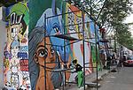Grafiteiros pintam o muro externo do Parque Chácara do Jockey. Sao Paulo. 2016. Foto de Marcia Minillo.