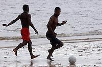 Pescadores de folga nas praias de Joanes jogam futebol.<br /> Ilha de Marajó, Salvaterra, Pará, Brasil.<br /> 06/05/2006<br /> Foto Paulo Santos/Interfoto