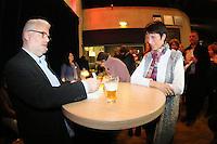 """Autor Michael Kibler erfüllt nach der Lesung bei der Premiere seines neuen Buches """"Totensee"""" zahlreiche Signierwünsche - Premierenlesung """"Totensee"""" mit Michael Kibler, Centralstation Darmstadt"""