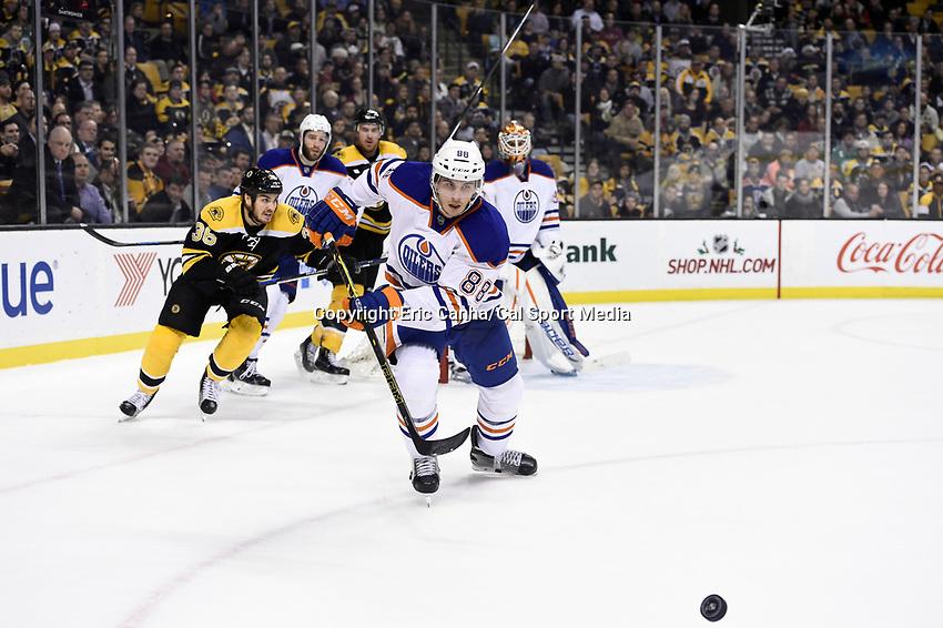 Monday, December 14, 2015: Edmonton Oilers defenseman Brandon Davidson (88) chaes the puck during the National Hockey League game between the Edmonton Oilers and the Boston Bruins held at TD Garden, in Boston, Massachusetts. Edmonton defeats Boston 3-2 overtime. Eric Canha/CSM