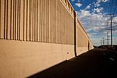PHOENIX, ARIZONA, USA, 10/2016<br /> A concrete barrier on the interstate highway. <br /> (Photo by Piotr Malecki / Napo Images)<br /> <br /> PHOENIX, ARIZONA, USA, 10/2016<br /> Betonowa bariera na autostradzie miedzystanowej.<br /> Fot: Piotr Malecki / Napo Images<br /> <br /> <br />  ###ZDJECIE MOZE BYC UZYTE W KONTEKSCIE NIEOBRAZAJACYM OSOB PRZEDSTAWIONYCH NA FOTOGRAFII###