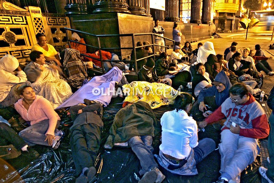 Acampamento de moradores Sem-Teto na Praça da Sé. São Paulo. 2007. Foto de Caetano Barreira.