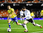 Valencia CF's  Pablo Piatti and UD Las Palmas' David Simon during spanish King's Cup match. January 21, 2016. (ALTERPHOTOS/Javier Comos)