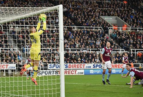 February 20th 2017, St James Park, Newcastle, England; Skybet Championship football, Newcastle versus Aston Villa; Sam Johnstone of Aston Villa holds on to a shot at goal