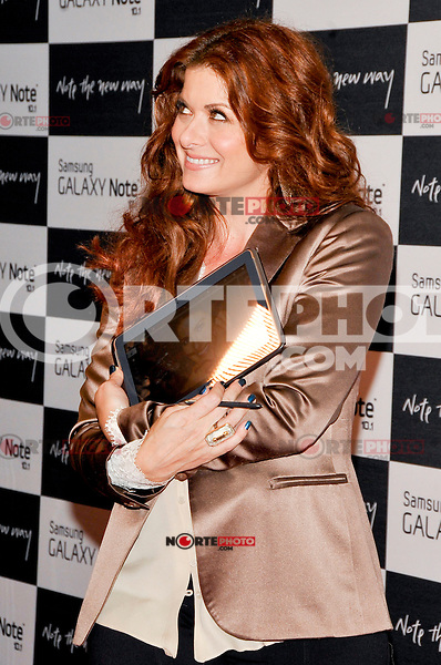 NEW YORK - AUGUST 15: Actress Debra Messing attends Samsung Galaxy Note 10.1 Launch Event at Jazz at Lincoln Center on August 15, 2012 in New York City. (Photo by MPI81/MediaPunchInc) /NortePhoto.com<br /> <br /> **CREDITO*OBLIGATORIO** *No*Venta*A*Terceros*<br /> *No*Sale*So*third* ***No*Se*Permite*Hacer*Archivo***No*Sale*So*third*